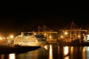 Paquebot de croisière en escale au port est - Source IPR 2009 pour la ville duPort