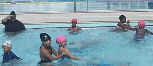 [Vidéo] Vakans dann Port : sortie piscine pour les centres de loisirs