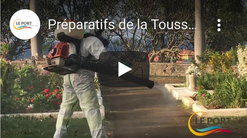 Préparatifs de la Toussaint dans les cimetières du Port