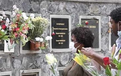 [Vidéo] Fleurs et hommages pour perpétuer la tradition