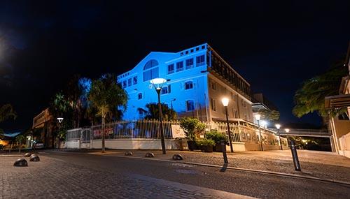 La mairie se pare de bleu, couleur de l'autisme