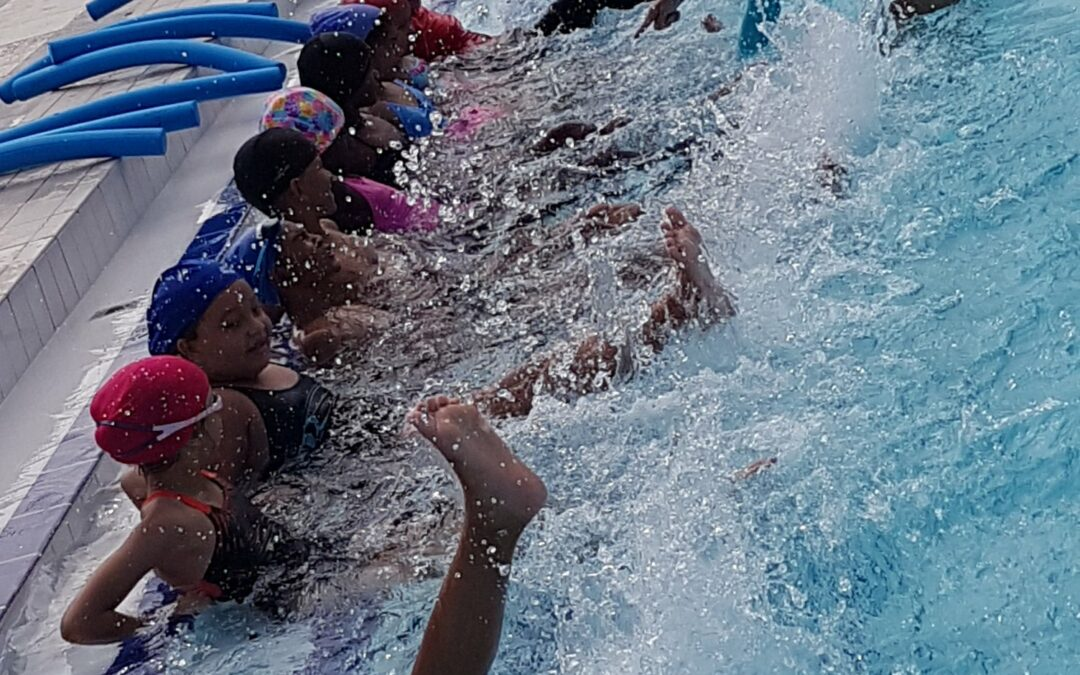 L'apprentissage de la natation se poursuit pour les marmailles du Port